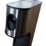 Juoma hiilihapotetaan painamalla laitteen yläreunassa olevaa vipua alaspäin