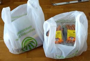 Tilaus toimitettiin kahdessa Kauppahalli24:n muovikassissa