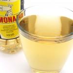 Limonaadi on haalean siman väristä