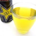Juoma on väriltään vaaleankellertävää